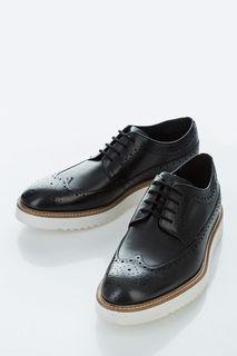 Черные кожаные туфли с брогированием Clarks