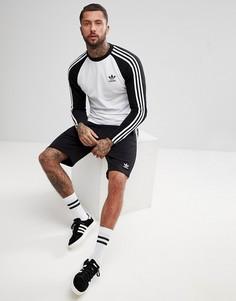 Черный лонгслив adidas Originals adicolor CW1228