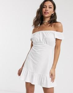 Белое платье мини с открытыми плечами и оборкой на подоле ASOS DESIGN-Белый