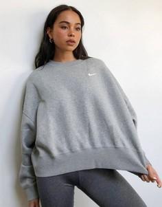 Серый oversized-свитшот с маленьким логотипом-галочкой Nike