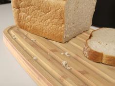 Хлебница пластиковая с разделочной доской из бамбука чёрная Joseph Joseph