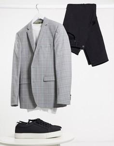 Серый приталенный пиджак в клетку Esprit