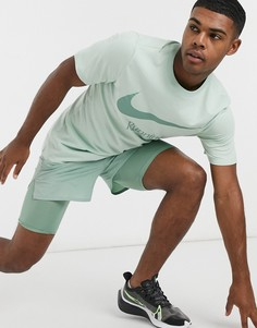 Зеленая футболка с логотипом Nike Running Dry Run-Зеленый