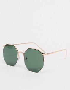Солнцезащитные очки в золотистой угловатой оправе с зелеными стеклами ASOS DESIGN-Золотой