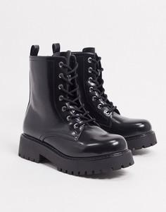 Черные ботинки из искусственной кожи на массивной подошве со шнуровкой Monki-Черный
