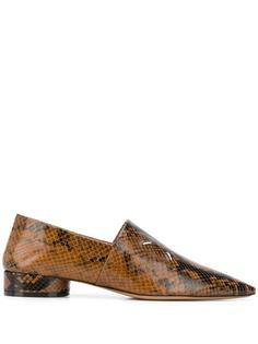 Maison Margiela лоферы со змеиным принтом и заостренным носком