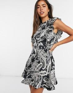 Короткое приталенное платье с принтомпейслиGirl In Mind-Мульти