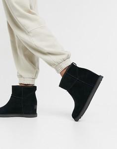 Черные женские ботинки на скрытой танкетке UGG Classic Femme Mini-Черный