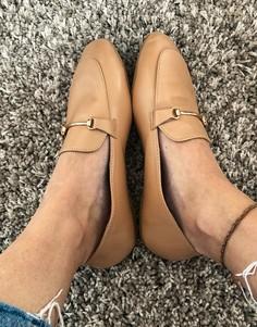 Бежевые туфли на плоской подошве с золотистой отделкой и квадратным носком RAID Vella-Бежевый