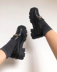 Туфли на плоской массивной подошве черного цвета с эффектом крокодиловой кожи и золотой цепочкой RAID Alessio-Черный