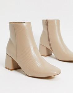 Бежевые ботинки под кожу ящерицы на блочном каблуке New Look-Бежевый