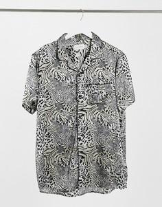 Атласная рубашка с короткими рукавами, отложным воротником и анималистичным принтом Topman-Многоцветный