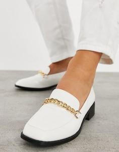 Туфли на плоской подошве белого цвета с эффектом крокодиловой кожи и цепочкой RAID Aleema-Белый