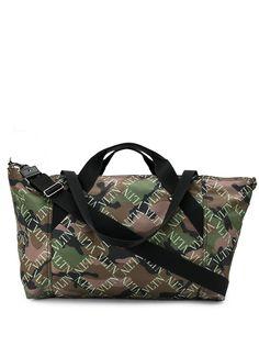 Valentino Garavani дорожная сумка VLTN с камуфляжным принтом