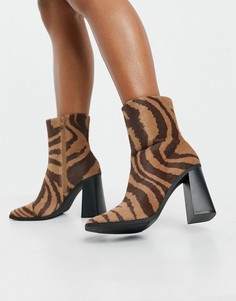 Коричневые ботинки из искусственной кожи с принтом зебры Monki Robbie-Черный