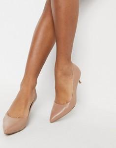 Кожаные туфли-лодочки на среднем каблуке светло-коричневого цвета Kenneth Cole Riley-Светло-коричневый