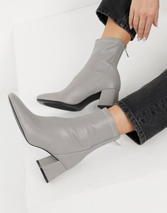 Серые ботинки на каблуке со швом спереди Stradivarius-Серый