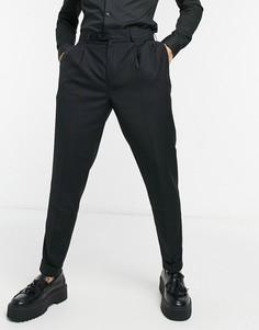 Зауженные книзу строгие брюки со складками и завышенной талией Devils Advocate-Черный цвет