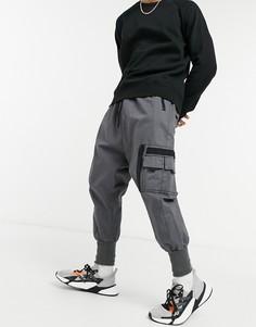 Брюки с заниженным шаговым швом, карманом MA1 и трикотажными манжетами ASOS DESIGN-Серый