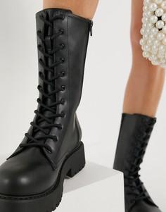 Черные ботинки из искусственной кожи на массивной подошве со шнуровкой Monki Derek-Черный цвет