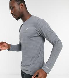 Серый лонгслив Nike Tall Running Essentials