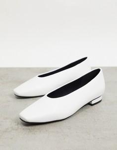 Белые туфли на плоской подошве с высоким вырезом спереди RAID Penny-Белый