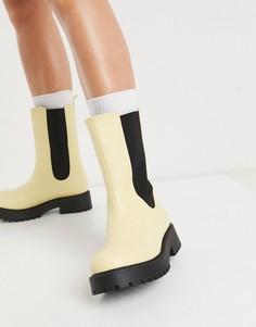 Желтые ботинки из искусственной кожи на массивной подошве Monki Maddie-Желтый