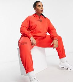Красные флисовые джоггеры с логотипом-галочкой Nike Plus-Красный