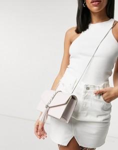Светло-розовая сумка-конверт через плечо с декоративной цепочкой Truffle Collection-Розовый цвет