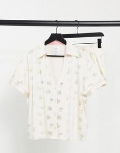 Пижама сцветистыми шортами ирубашкой с тропическим принтом для дома The Wellness Project-Белый