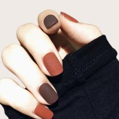 24шт Двухцветные накладные ногти и 1 лист ленты Shein
