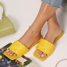 Стеганые слипоны с квадратным носком из искусственной кожи Shein
