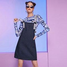 Джинсовое платье-сарафан со стразами Shein