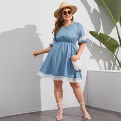 Джинсовое платье размера плюс с оборкой и кружевной отделкой Shein