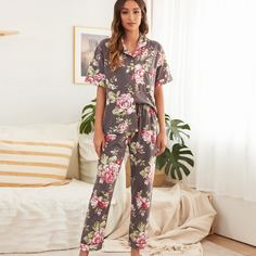 Пижама с карманом и цветочным принтом Shein