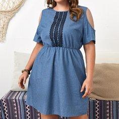 Джинсовое платье размера плюс с кружевной отделкой и вырезами на плечах Shein
