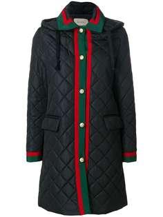 Gucci стеганое пальто с отделкой Web