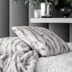 Декоративная подушка Togas Амара белая 45х45 см