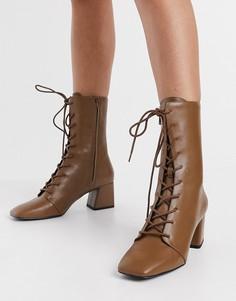 Светло-коричневые ботинки на каблуке со шнуровкой из эко кожи Monki Thelma-Коричневый