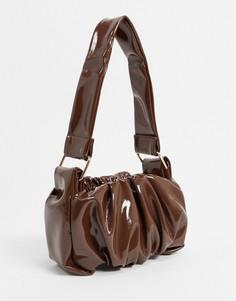 Коричневая лакированная сумка на плечо со сборками и ремешком с металлическими элементами в стиле 70-х ASOS DESIGN-Коричневый