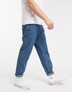 Голубые джинсы с двумя защипами ASOS DESIGN-Голубой