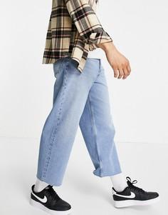 Широкие укороченные джинсы голубого выбеленного цвета в стиле 90-х с необработанным краем ASOS DESIGN-Голубой