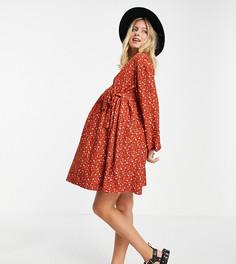 Рыжее платье мини в стиле oversized с присборенной юбкой и запахом с мелким цветочным принтом ASOS DESIGN Maternity-Оранжевый цвет