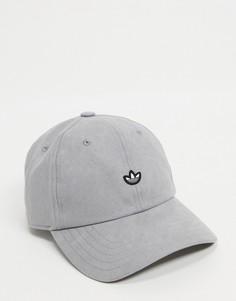 Серая бейсболка премиум с вышитым логотипом adidas Originals-Серый