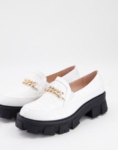 Белые туфли наплоской массивной подошве сэффектом крокодиловой кожи изолотистой цепочкой RAID Alessio-Белый