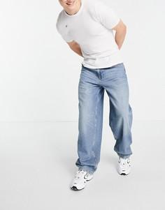 Джинсы широкого кроя винтажного голубого выбеленного цвета с эффектом потертости по низу штанин ASOS DESIGN-Голубой