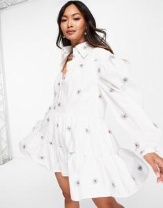 Платье мини с присборенной юбкой, воротником и цветочной вышивкой Lost Ink-Белый