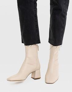 Серо-бежевые ботинки на среднем каблуке со швами Stradivarius-Белый
