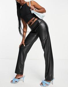 Черные брюки прямого кроя из полиуретана с кольцом на талии ASOS DESIGN-Черный цвет