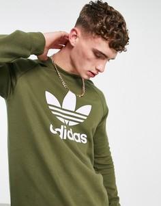 Свитшот цвета хаки с большим логотипом-трилистником adidas Originals adicolor-Зеленый цвет